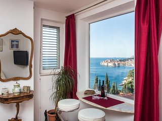 Sea View Apartments - Duplex Four-Bedroom Apartment with Balcony and Sea View