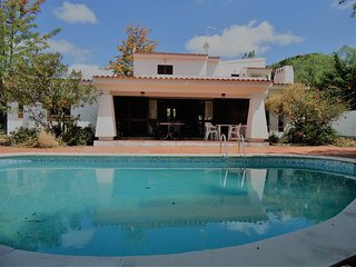 Quiet villa a few minutes walk from the Main Street. Ideal for big families