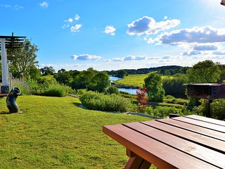Luxurious Lake Guesthouse, Breathtaking Views! 5★