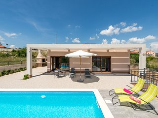Villa Longfield-enjoy in green Oasis