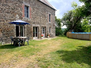 Relaxing rural family farmhouse gite only 1 hour from the coast 'La Garenterie'