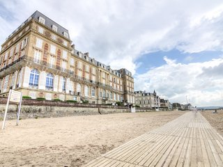 1 bedroom Apartment in Trouville-sur-Mer, Normandy, France : ref 5046534