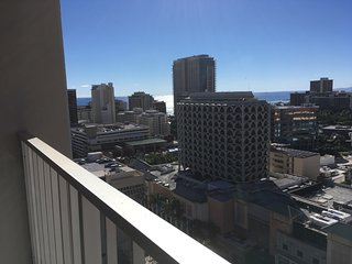 Top Floor Waikiki Studio with Parking and View