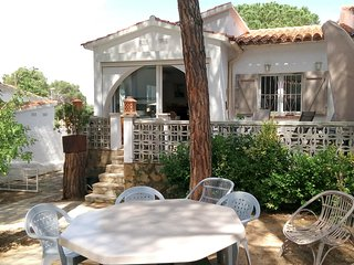 Casa con encanto, jardin muy bien equipada, a 850M playa