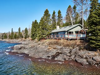 NEW! 'Reflections' Cabin on Lake Superior Shore!