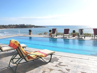 Beach Front Spectacular Villa in the Heart of Coral Bay,Direct Access to the sea