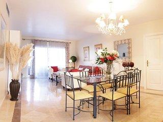 3 bed 3 bath penthouse apartment on El Presidente between Marbella and Estepona