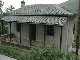 Split-floor house at East Pelion.