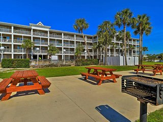 Beautiful Condo, Directly Over Pool, Steps to Beach