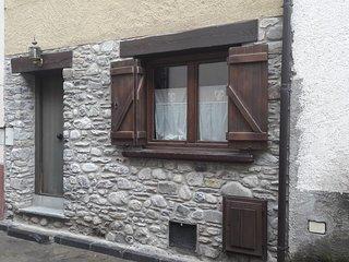 Casa de piedra en el centro de Benasque