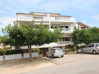 Apartment for 5 persons near the beach