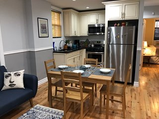 JFK 5min away. Private Whole 1st floor home. LIRR, 20 min to Manhattan. Sleeps 6