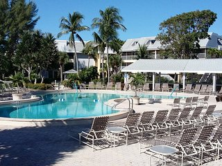 Sanibel Island Beachfront Resort, 2 Bed/2 Bath Condo