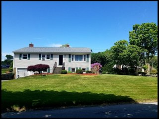NEW LISTING!!!  Lovely Water Street Vacation Home in Newport County (Portsmouth)