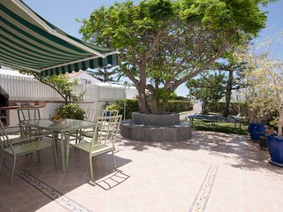 Amplio y bonito bungalow con jardin + WiFi