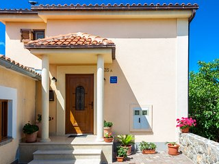 Apartment Dario for 2 near the beach