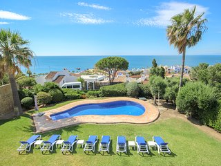 Beautiful 6 bed villa with garden and private pool