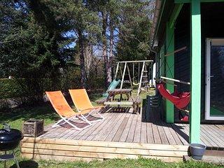 2 chalets clotures au calme, lac et  base de loisirs au coeur de l'Auvergne.