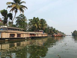 House Boat-Bethel Houseboats Deluxe 4