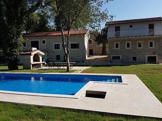 Stara kuća Estate - Superior Room Luka with Balcony and a Shared Swimming Pool