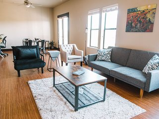 Fort Worth Quiet Loft - Walk to Magnolia Ave!