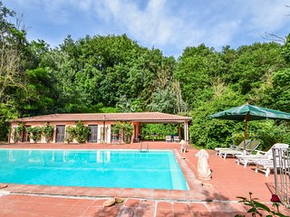 House with big private pool (17x7 meter). 2kms from the village, 90km from Rome