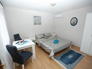 Vista Apartments - Studio Apartment with Terrace (A1)