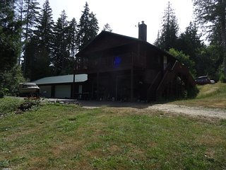 Ocean Lodge on 14 Acres water access private retreat  Free roaming Alpacas!