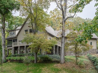 Family LakeHouse Retreat