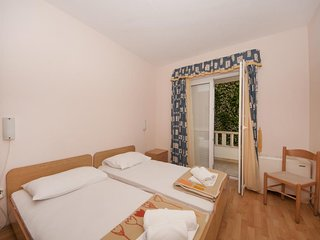 Aparthotel eM Ka - Two Bedroom Apartment with Terrace and Sea View(5 Adults