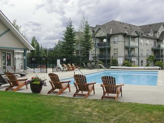 Radium Hot Springs Condo w/ Mtn Views from Patio!