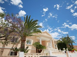 Luxurious large villa near Albir