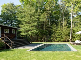 East Hampton Home w/Pool & Fire Pit - Near Village