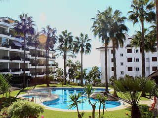 Beachfront apartment prestigious 'Mi Capricho' complex