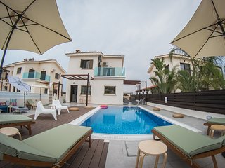 Villa Elena (Private pool, 90 meters from beach,Near to Nissi beach)