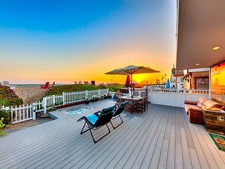 Beachfront w/ Sunset Views, Jacuzzi, Spacious Deck & Patio