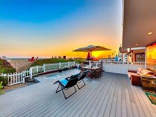 15% OFF JUNE - Beachfront w/ Sunset Views, Jacuzzi, Spacious Deck & Patio
