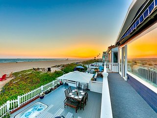 10% OFF JAN! Beachfront w/ Sunset Views, Jacuzzi, Spacious Deck & Patio