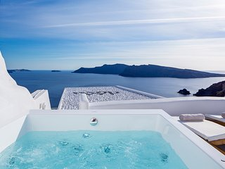 Aegean Magic Villa with indoor mini pool and outdoor jacuzzi with sea view