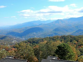 Astounding Views!  See Mt. LeConte,  Gatlinburg and  Ski Slope from the Balcony!