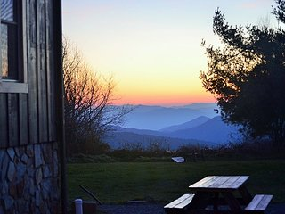 Breathtaking VIEWS, off the Blue Ridge Parkway, Large King Suite in Small B&B