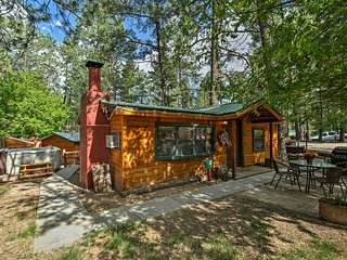 NEW! 'The Knotty Pine' Cabin w/Hot Tub in Ruidoso