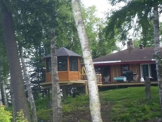 HORSESHOE LAKE CABIN (near Republic, MI) 3 bedroom, boats included, pets welcome