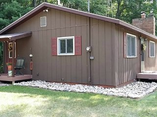 KP VISTA COTTAGE (Grayling): Enjoy fall here! --Sleeps 8, Fire Pit