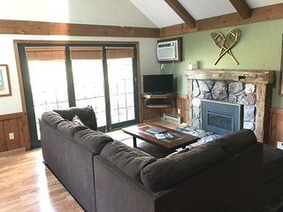 CRYSTAL MOUNTAIN CONDO (2nd floor) Open all winter!! Sleeps 7