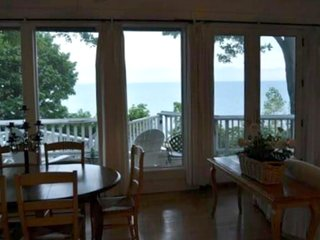 SAWYER LAKE HOUSE (Union Pier) Sleeps 6, on Lake Michigan, open year-round