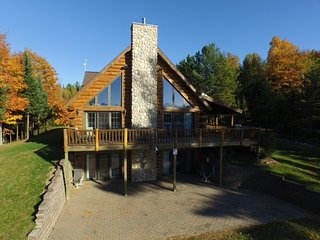 LINCOLN LOG CABIN (Hagerman Lake): Sleeps 10, Boats included, Pets are Welcomed,