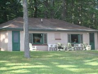 WREN ROOST--Nettie Bay, MI: Sleeps 4, Row Boat included, shared dock, swimming o