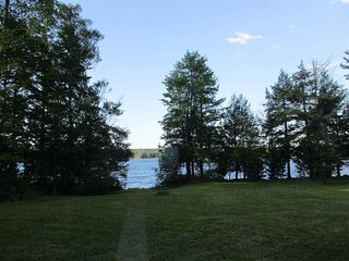 STONE COTTAGE:  Tahquamenon Falls State Park 25 min. away! Sleeps 8