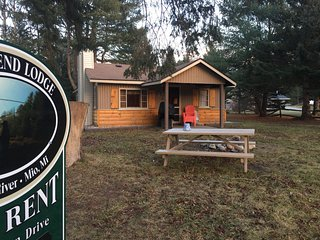 RIVER BEND LODGE on Au Sable River: Cozy Cottage-Cable-washer & dryer, pets welc